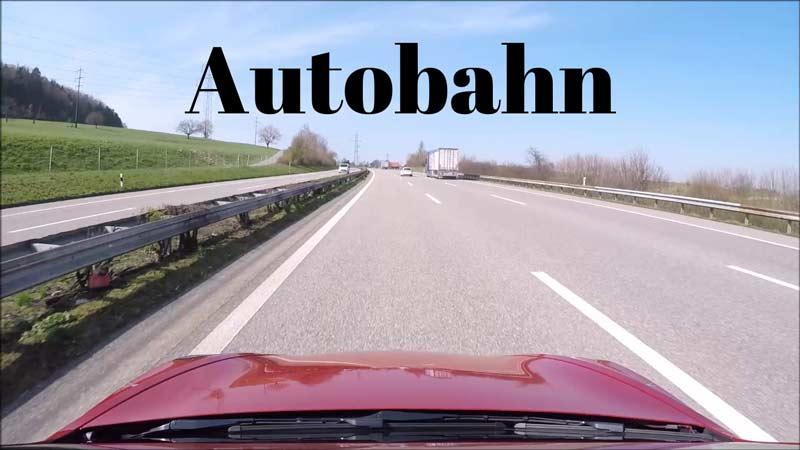 Autobahn aus der Sicht des Autos heraus